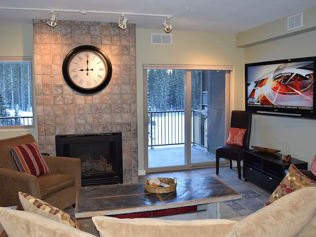 Gorgeous Modern Retreat! Views! Walk to Chair 4! - Taos Ski Valley