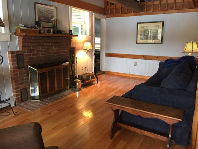 Lakefront home close to ski country - Tilton - House