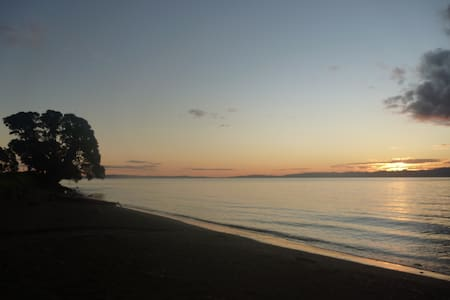 Pohutukawa Coast B&B - Ngarimu Bay - 住宿加早餐