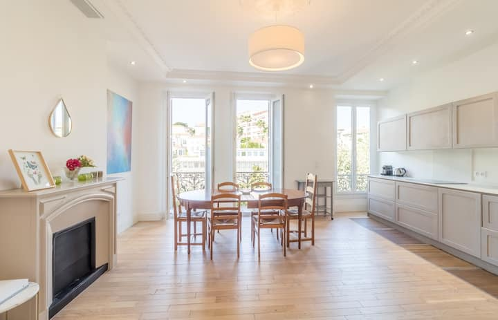 SPACIOUS APT WITH BALCONY IN THE HEART OF NICE