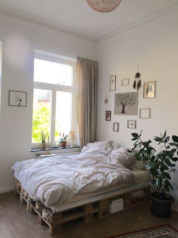 Gemütliches Zimmer in Altbauwohnung