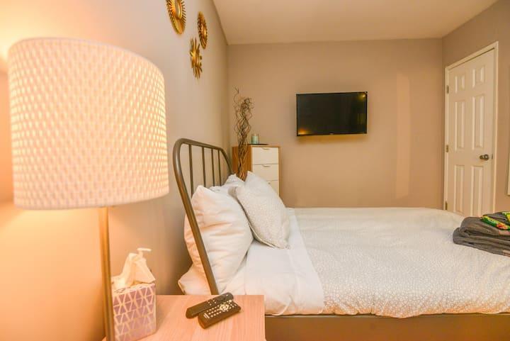 E.A1- Clean Private Room w/ Patio -Beverly Hills