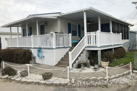 3 BR with free golf cart!  Steps to lake/ocean!