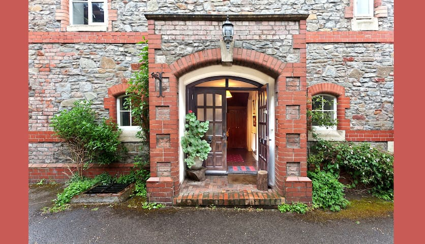 St. Matthews House, 4 bed converted church hall - Bristol - Huis