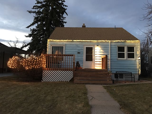 Centrally located, 1BR basement suite! - Cheyenne