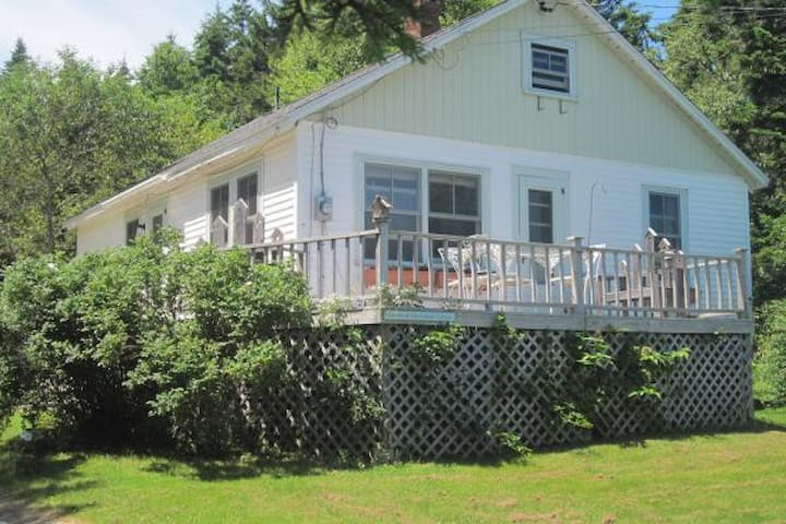 Cozy , Quiet Cottage - Stonington - Huis