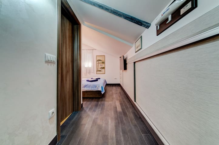 The room is equipped with everything you need for a comfortable stay.