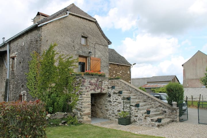 Private pool, restored farmhouse, sleeps 10 - La Salvetat-Peyralès - Haus