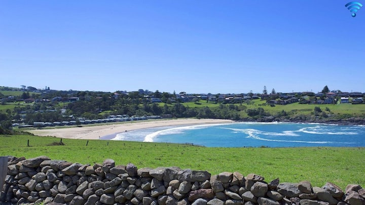Kiama Beach Cottage at Easts Beach - SPECIAL OFFER-pay for 2 nights, 3rd FREE!