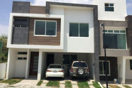 Habitaciones en Lomas de Angel - Heróica Puebla de Zaragoza - บ้าน