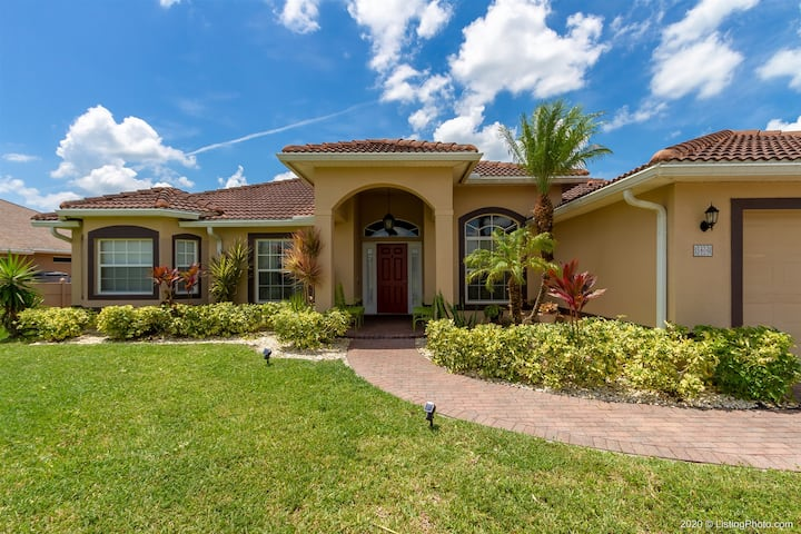 Green Vista - Comfortable Vacation Home for up to 6 Guests -No pets -
