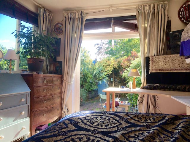 Luxury Garden Room in Cosy Quiet Arty Apartment N7