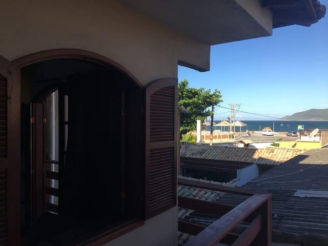 Suíte com frigobar na Praia dos Anjos