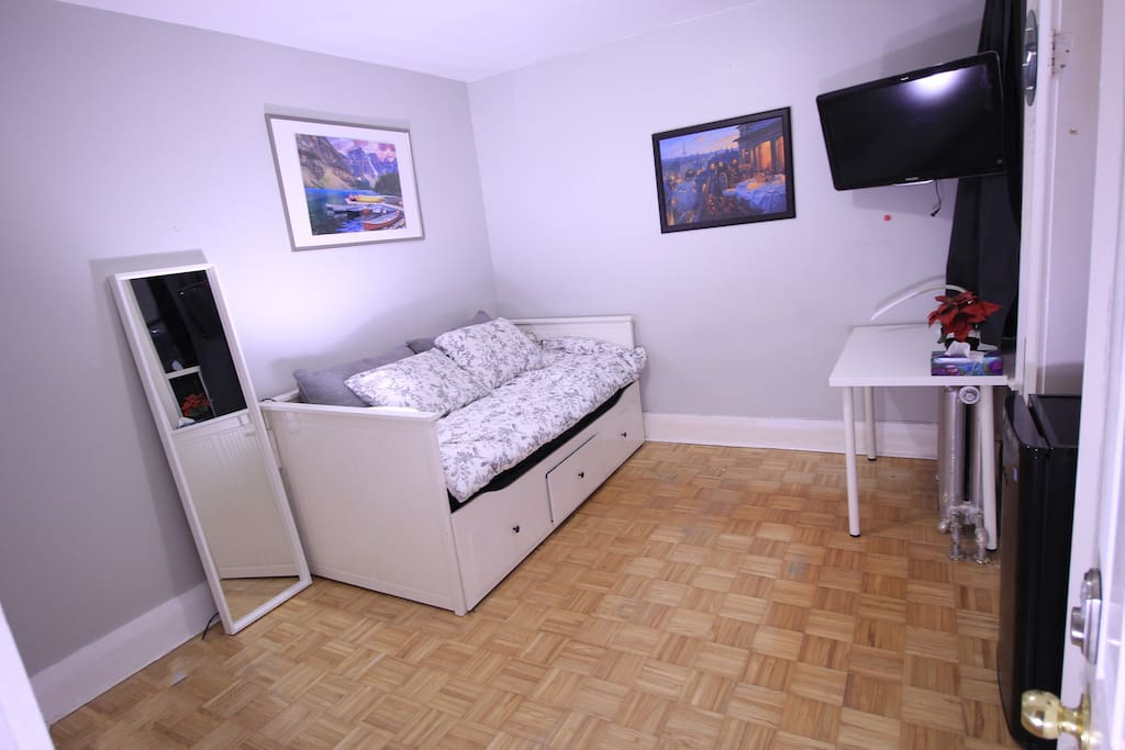 bedroom with twin size bed set up
