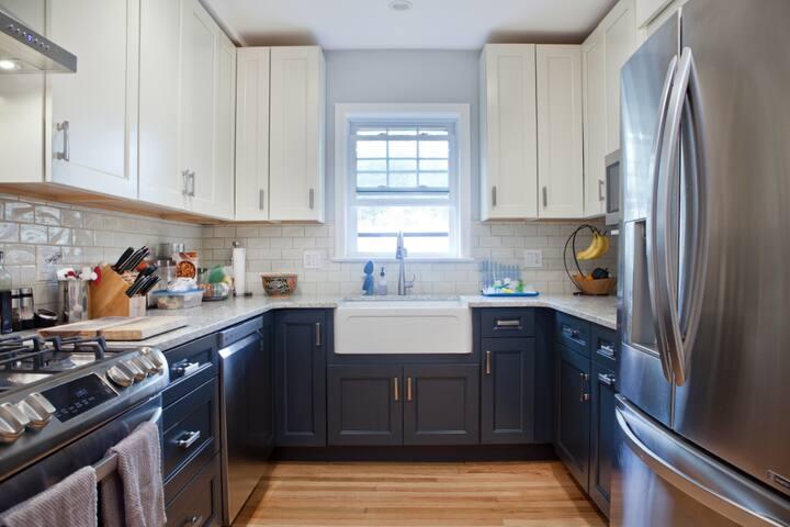 Stay long-term in quiet, cozy, & convenient room