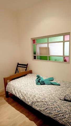 Deuxième chambre avec lit 1 personne