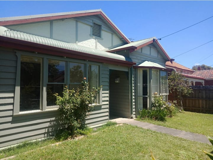 """""""Preston House"""" close to trams and market"""