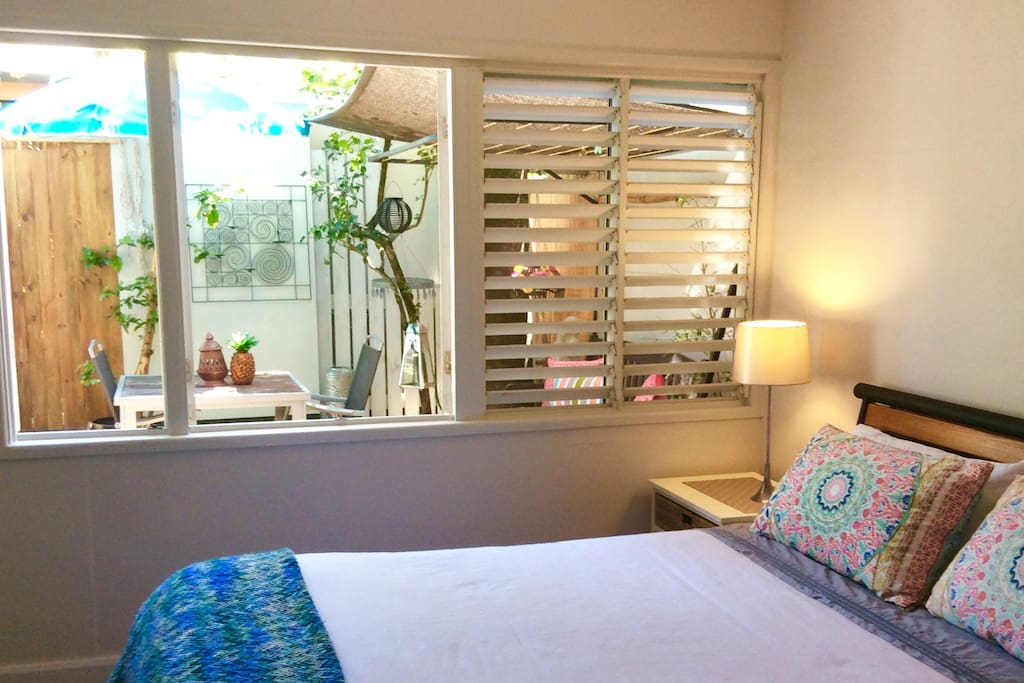 the bedroom is spacious and tropical. open, light, bright and naturally tranquil