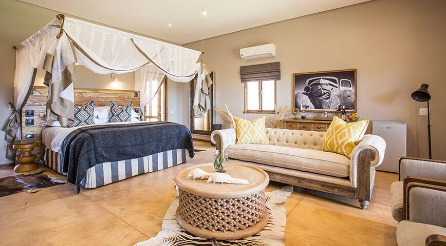 Spacious Room with Beautiful View of Outeniqua Mountains