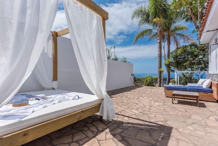 Villa with Balinese Bed, views t Puerto Cruz & sea