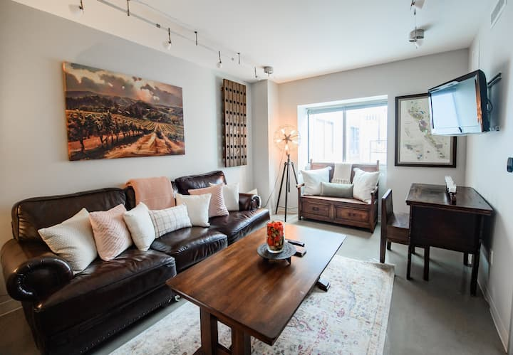Authentically Cool & Cozy Downtown Condo