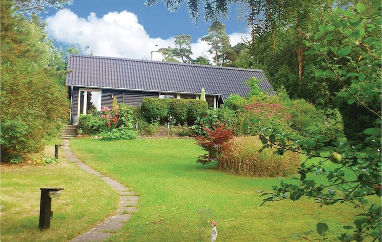 Holiday cottage with 1 bedroom on 51m² in Melby