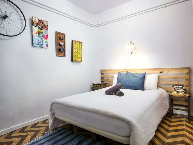 Off Beat Guesthouse, Cosy Double Room - Donostia - Apartemen