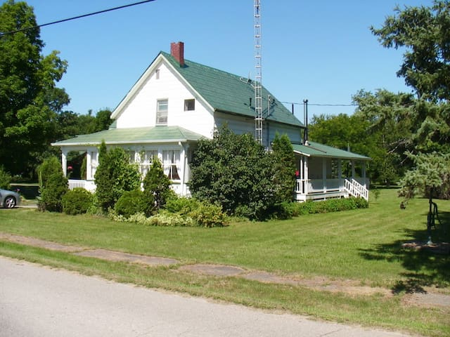 Rideau Lakes Cottage - Lower Beverley Lake - Delta - Zomerhuis/Cottage
