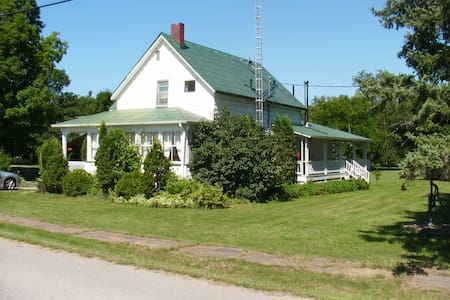 Rideau Lakes Cottage - Lower Beverley Lake - Delta - Kabin