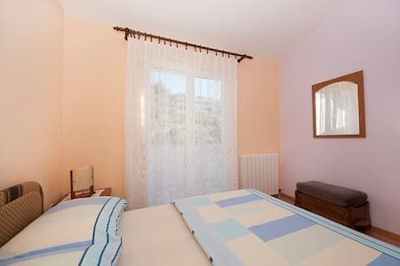 Villa Vera / One bedroom A2 - Arbanija