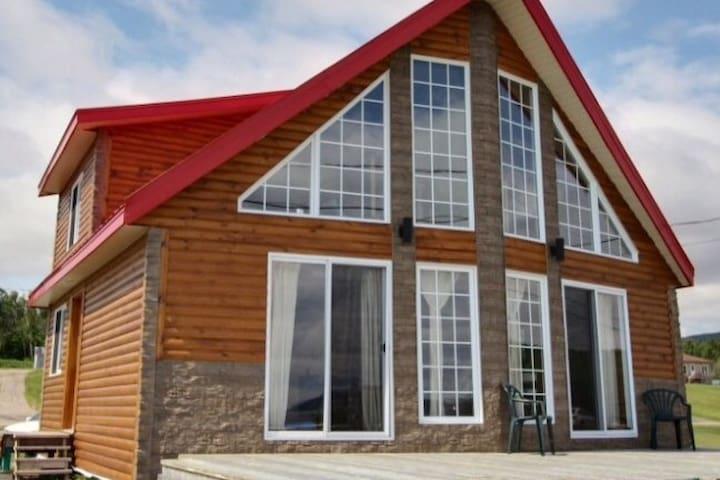 Baie Sainte-Catherine Beau chalet avec vue