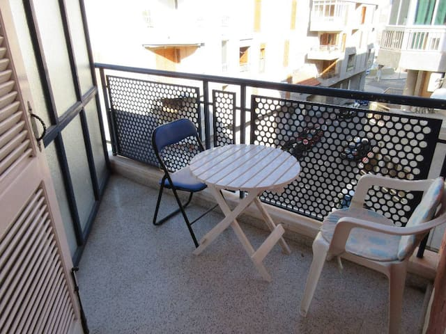 Appartment with swimming pool, quiet and less than 200m from the beach