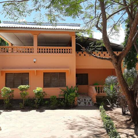 Cosy and spacious(3)rooms close to the beach,diani