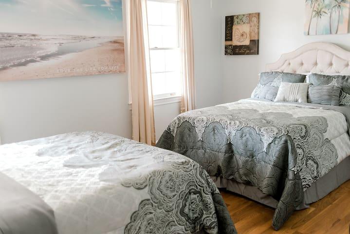 The Bella Palm Room (sleeps max 4)