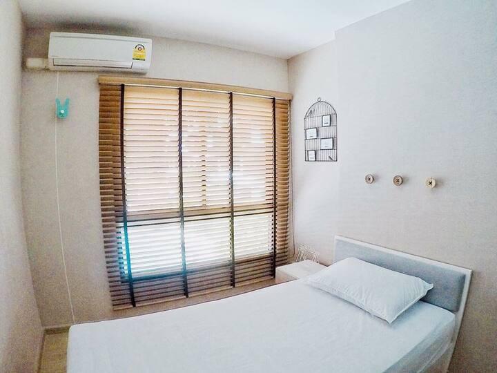 2 Bedrooms, near MRT Thaphra & BTS Talat Phlu