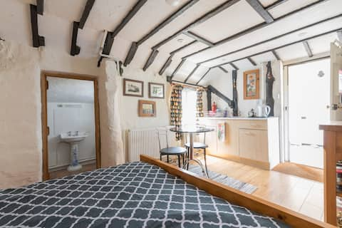 Snug, timber-framed, self-contained studio