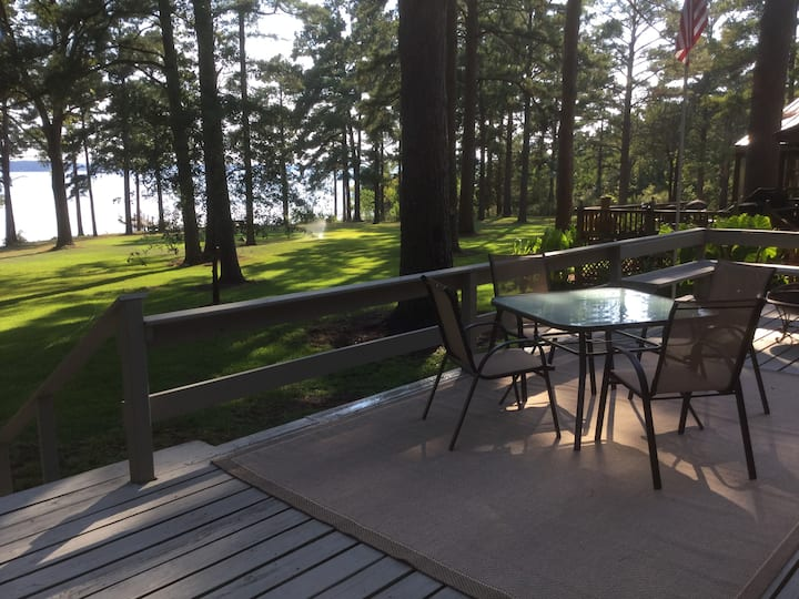Lakefront 2 bedroom home on Lake O the Pines