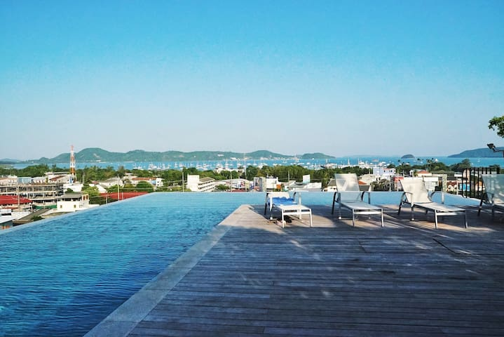 Seaview rooftop pool walk to beach - Phuket - Leilighet