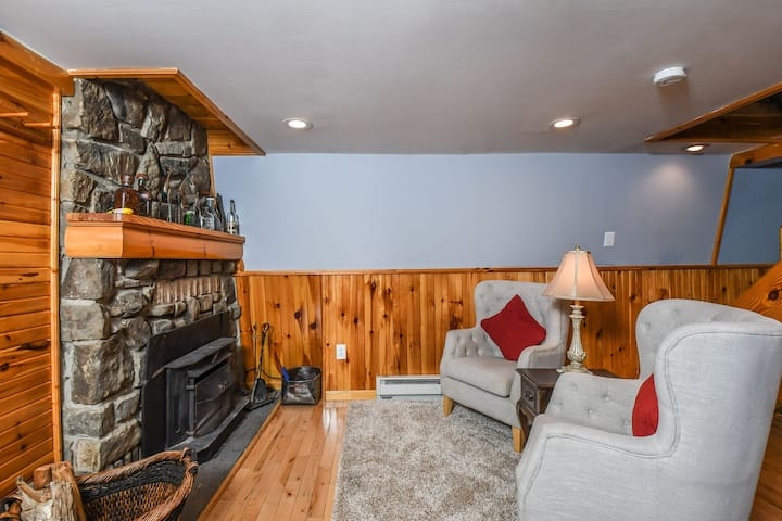 Owl S Retreat Charming Cabin 5 Minutes From Lake Activities With A Hot Tub Houses For Rent In Mchenry Maryland United States