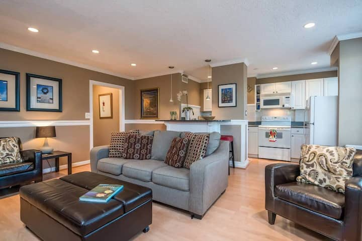 QUIET Retreat in the Heart of Downtown!