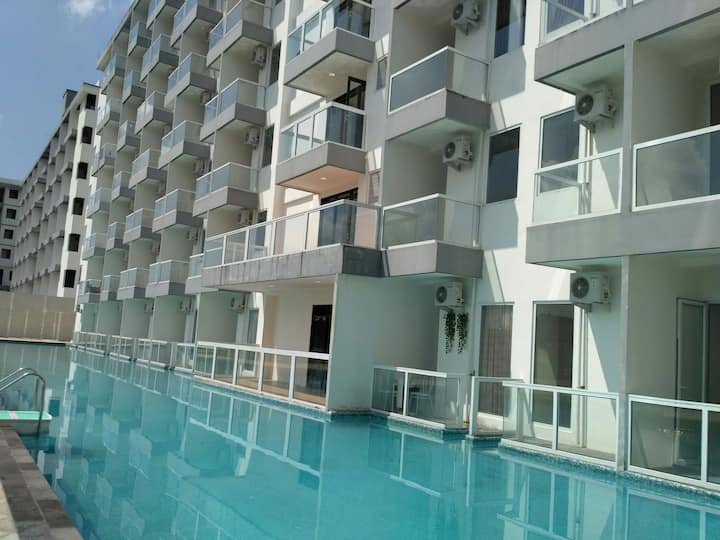 1BR apartment with pool