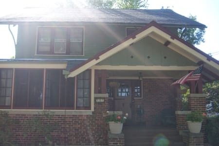 Hartford Historic Home - 10min from Erin Hills - Hartford