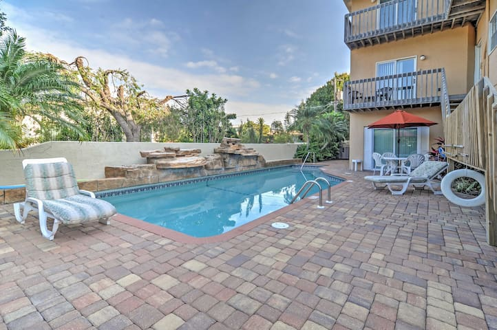 Charming Holmes Beach Condo w/ Pool Access!