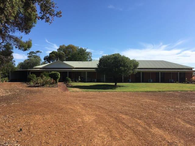 Kinvara Park Lodge - The West Wing