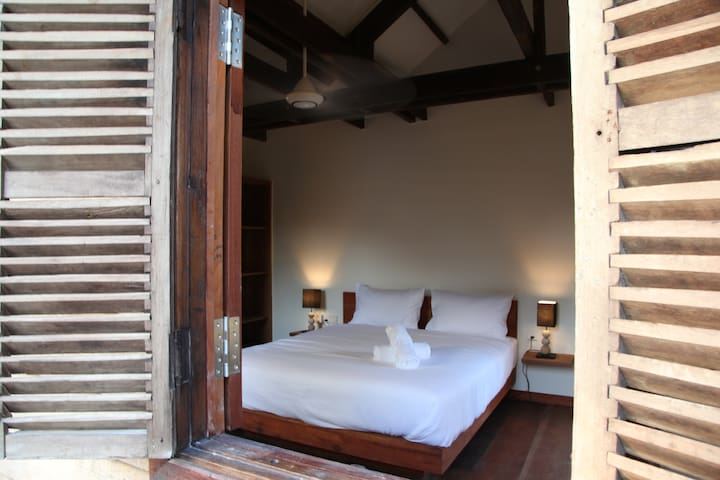 Cambodian luxury Wooden BnB 2 - Krong Siem Reap - Bed & Breakfast