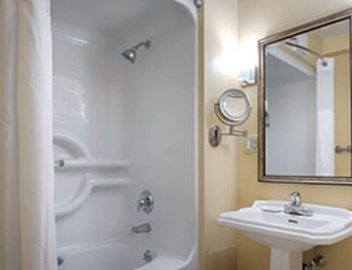 Wyndham Long Wharf Newport 3 Bedroom Deluxe Condominiums For Rent In Newport Rhode Island United States