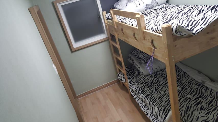 여성2인실(Bunker bed female dormitory1)