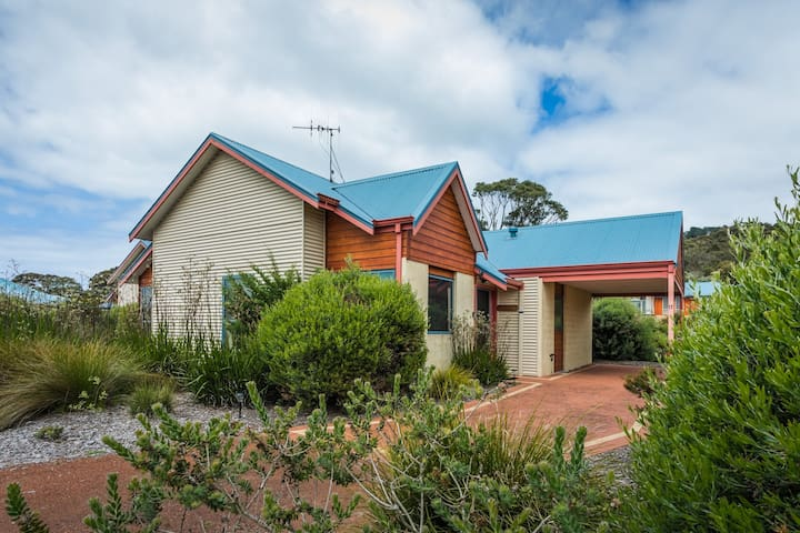 Fully equipped, 3 Bedroom Family Cottage at Cosy Corner   Surrounded by Native Gardens and Wildlife   Garden Views from All Rooms.