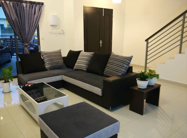 Ipoh Meru Comfy Homestay with Mountain View - Ipoh - บ้าน