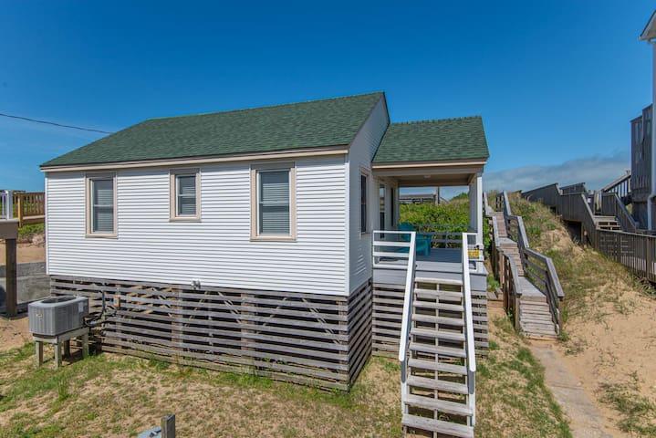 Sea Captains Cottage (SCC1) Oceanfront!